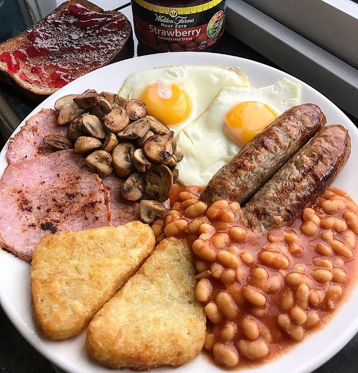 Breakfast brunch - Post workout gainz with @musclefooduk low fat Cumberland sausages and their bacon medallions. Eggs, beans, mushrooms and 2 hash browns 😍 @waldenfarmsinternational strawberry spread on a slice of Dr. Zak's protein bread . Macros for the whole meal 60c 23f 81p