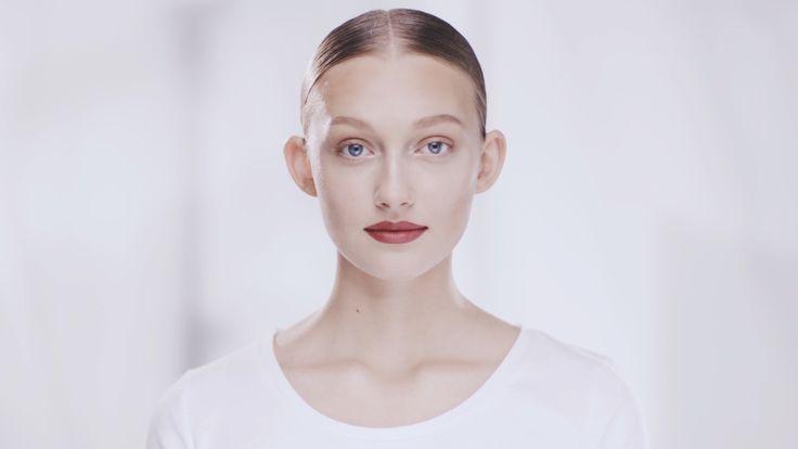 Ciemne usta są bardzo modne w tym sezonie! Zobaczcie, jak krok po kroku wykonać perfekcyjny makijaż ust z bordową pomadką!