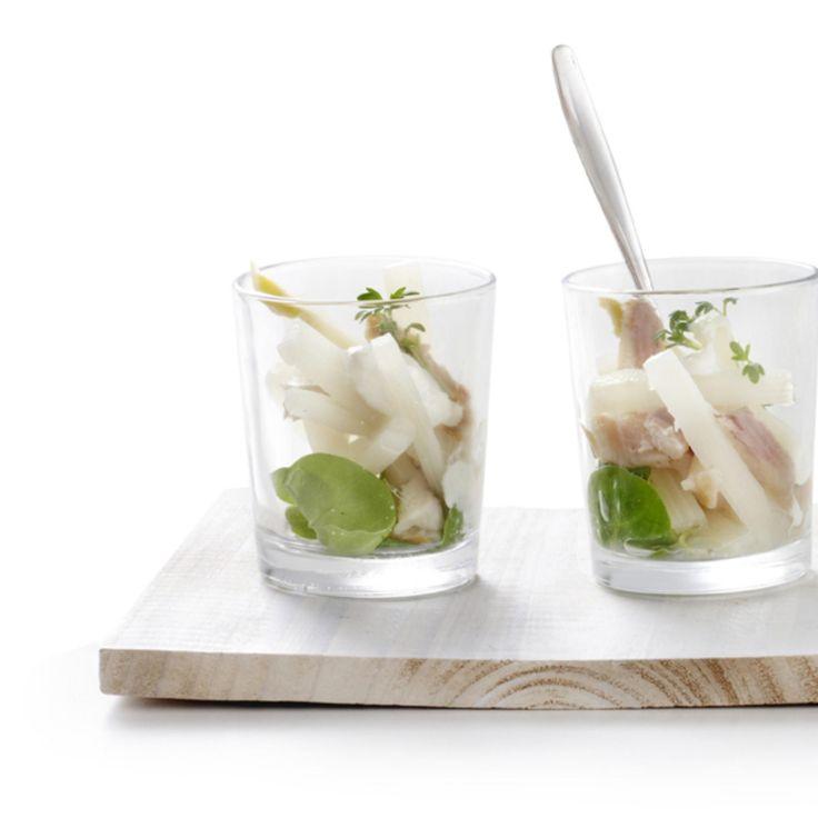 Amuse van witte asperge met gerookte forel