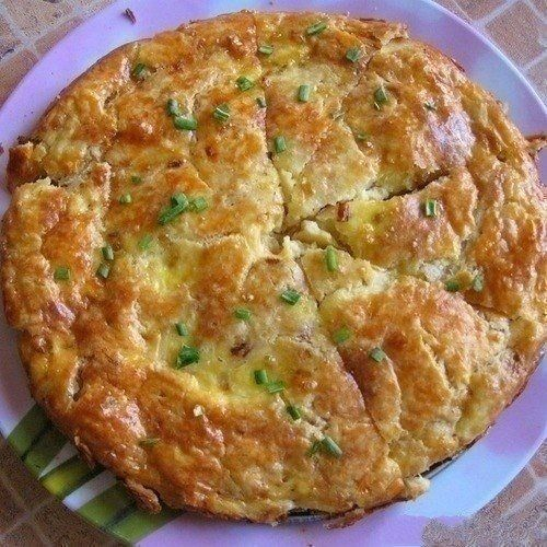 Фото к рецепту: Закусочный пирог с плавленным сырком