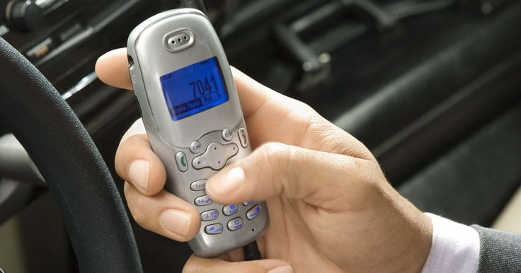Instruções para emparelhar telefones celulares com um Toyota RAV4. Muitos celulares mais recentes incluem compatibilidade Bluetooth que, entre outras funções, permite que o aparelho possa rotear chamadas através de um dispositivo sem a utilização das mãos. Alguns veículos, como o Toyota RAV4, oferecem agora um módulo Bluetooth integrado como uma opção, que permite ao condutor controlar telefonemas a partir do ...
