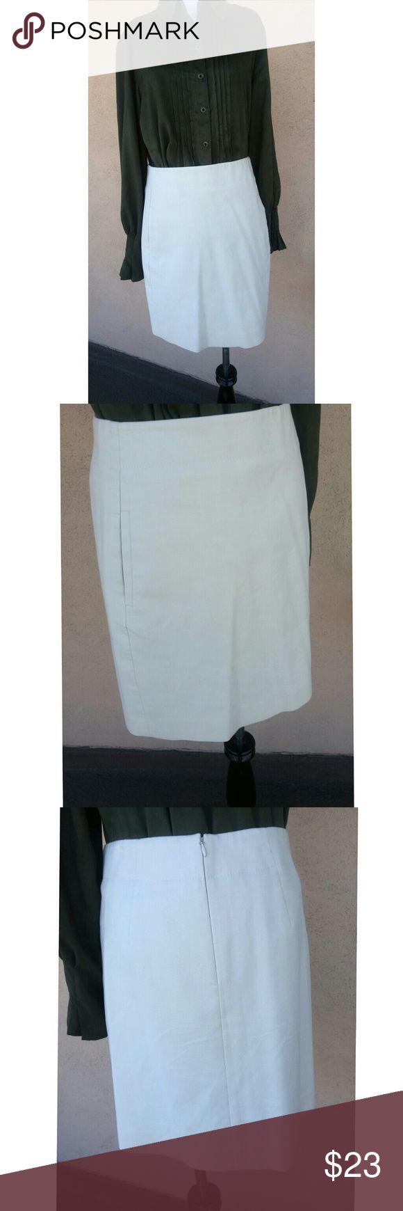 "LOFT pencil skirt Khaki pencil skirt with two pockets! Size 2, measures 18.5"" from waistline to hem. Waist measure 29"" flat. LOFT Skirts Pencil"