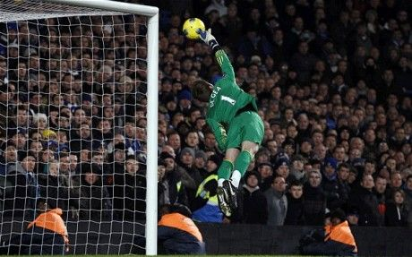 De Gea gives a showpiece of what's to come...