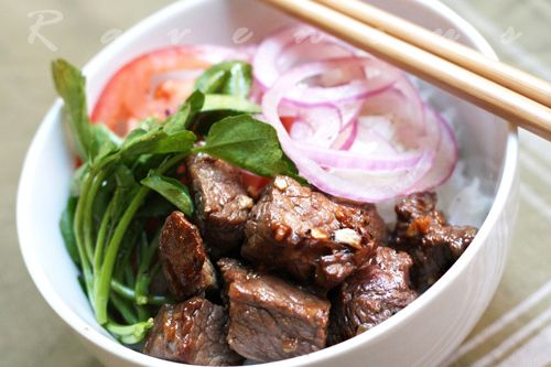 Bo Luc Lac (Vietnamese Shaking Beef):  it's an easy and fantastic dish to make for a dinner for two or a party of ten. You can use any cut of steak you like such as filet or ribeye. #beef #vietnamese