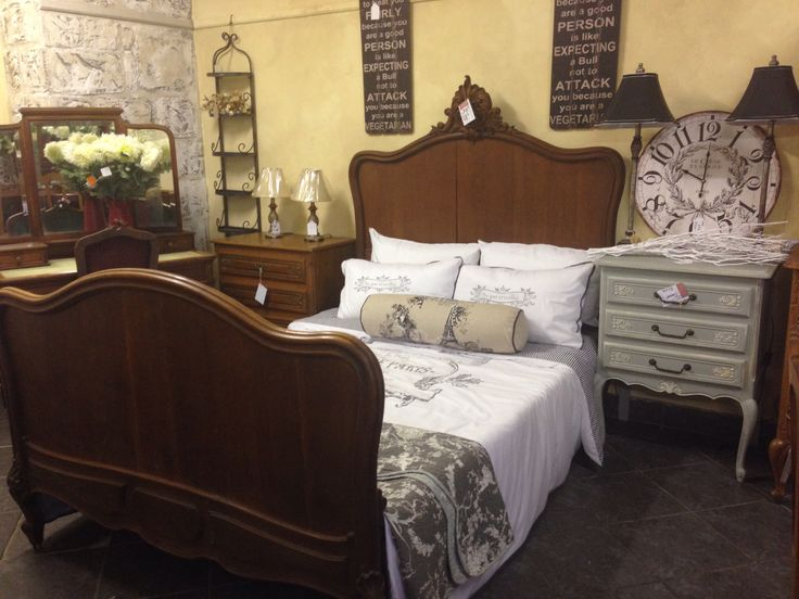 Gorgeous vintage bed