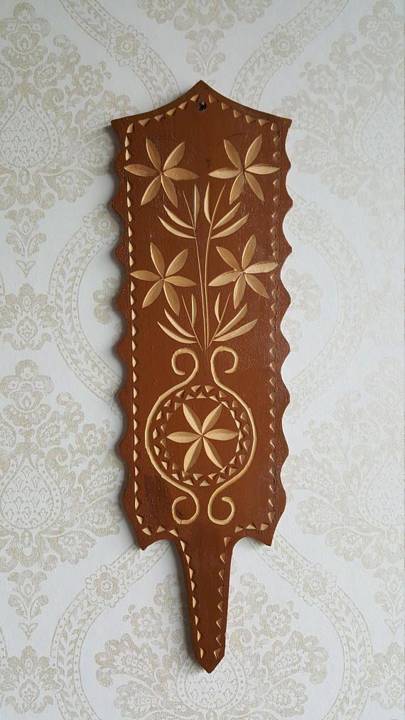 Spinning wheel shoulder Traditional Finnish decoration