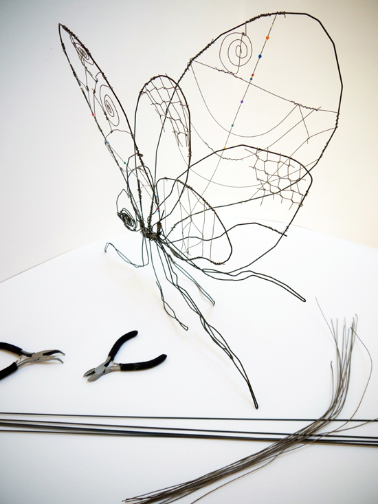 Wire sculpture fromm AccessArt - a great resource