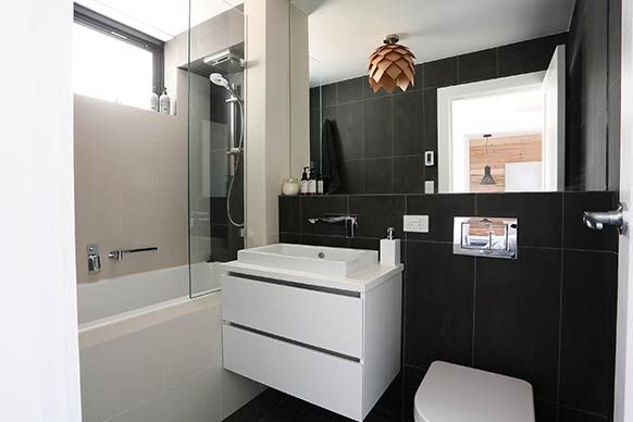 Pictures from Alisa and Lysandra's guest bedroom and ensuite. - nice layout