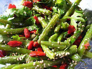 Горячий салат из зеленой фасоли