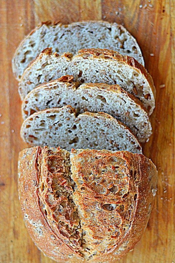 Chleb orkiszowy z ziarnami orkiszu