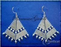 Orecchini a punta di freccia silver lined crystal e perle avorio