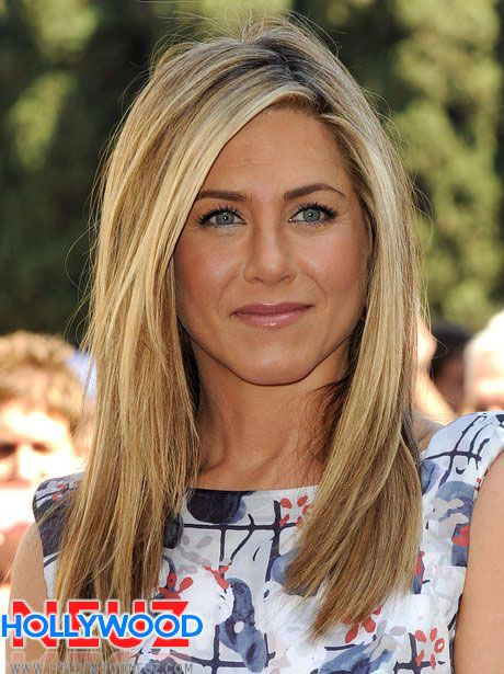 Jennifer Aniston Looking Sexy in Colorfull Top For Complete Profile and Bio Graphy Visit our Website