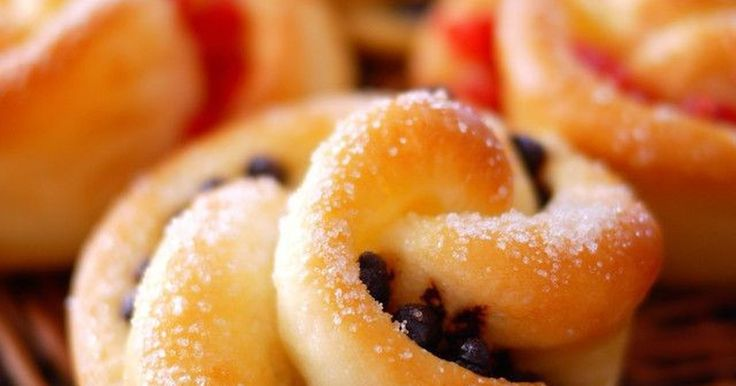 100大感謝♡バター風味のかる~い生地に お砂糖のトッピング♪小さめのお花型が キュートなお菓子パンです☆