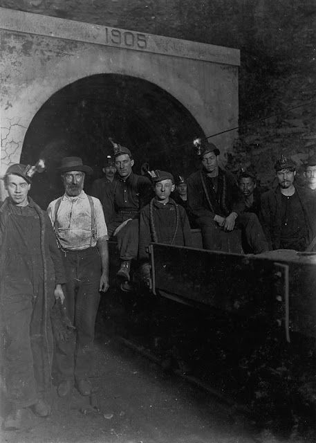 25 Amazing Vintage Photographs That Show Boys at Coal and Zinc Mines From a Century Ago