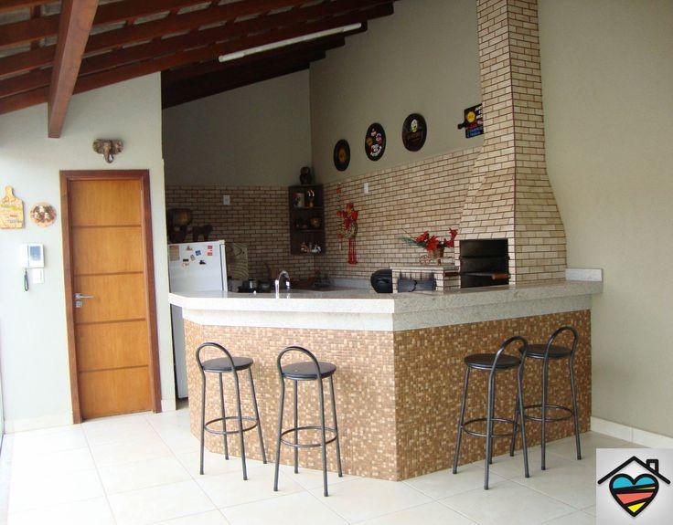 Linda área gourmet completa com forno e fugão à lenha e churrasqueira contato@queroumcanto.com.br