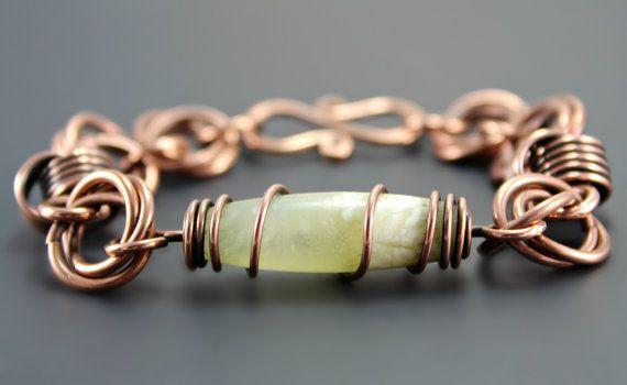 Questo braccialetto di giada naturale filo avvolto completerà il vostro stile bohemien con un look che è solo un po di terroso! Potrete