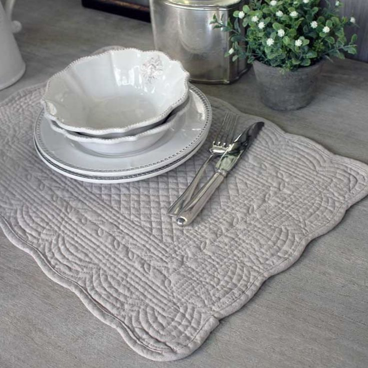 FRENCH INSPIRED QUILTED LINEN TABLEMAT - NATURAL – THE HOUSE JAR