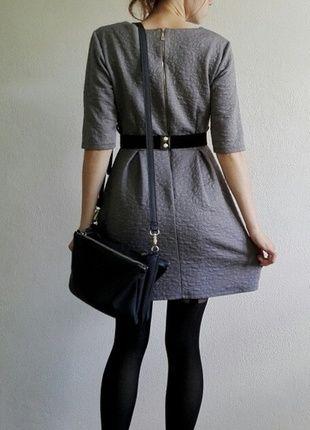 #szara #sukienka #rozkloszowana #pasek #zamek
