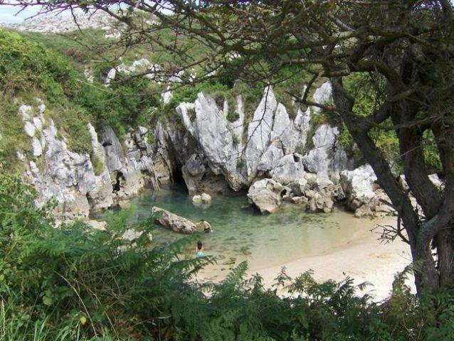 「鹿児島県」の旅行でおすすめ観光スポットを紹介しています。(1 / 1)九州最南端に位置する鹿児島県は、たくさんのイベントに観光スポット、グルメにおみやげも充実した人気の観光都市。島全体が世界遺産である「屋久島」や、桜島も有名。九州新幹線の開通で鹿児島県までアクセスできるようになり、一際注目されるようになりました。信じられないような絶景の宝庫である鹿児島県から、次の旅のヒントをぜひ見つけてください。 旅行・観光のおすすめ「wondertrip」