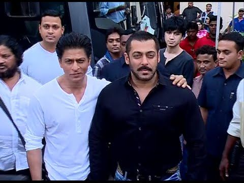 WATCH Salman Khan & Shahrukh Khan on the sets of Bigg Boss 9 - BEHIND THE SCENES. See the full video at : https://youtu.be/lwTNDfcdPvI #salmankhan #shahrukhkhan #biggboss9