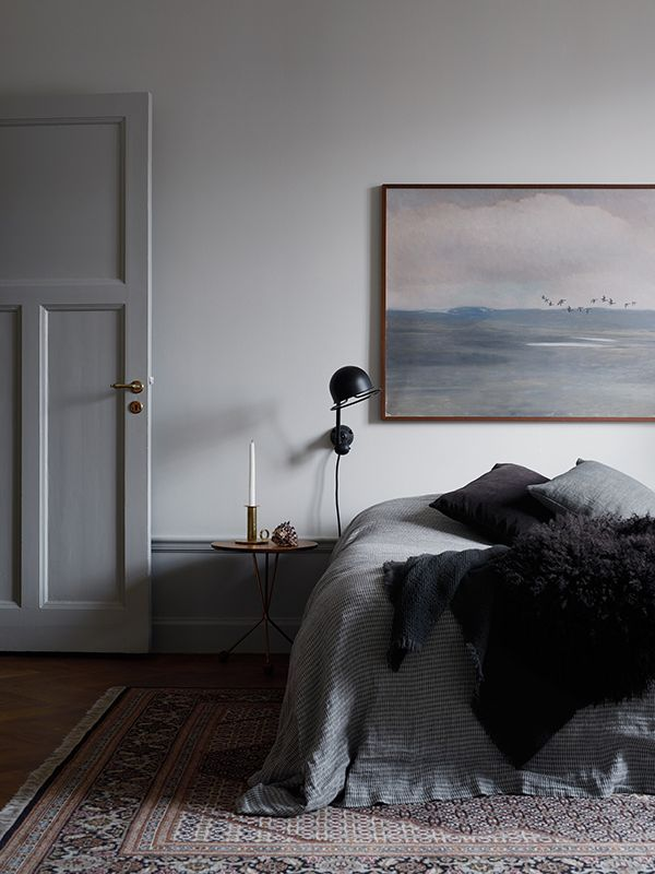 moody grey bedroom (reading) suggestion : the kinfolk home