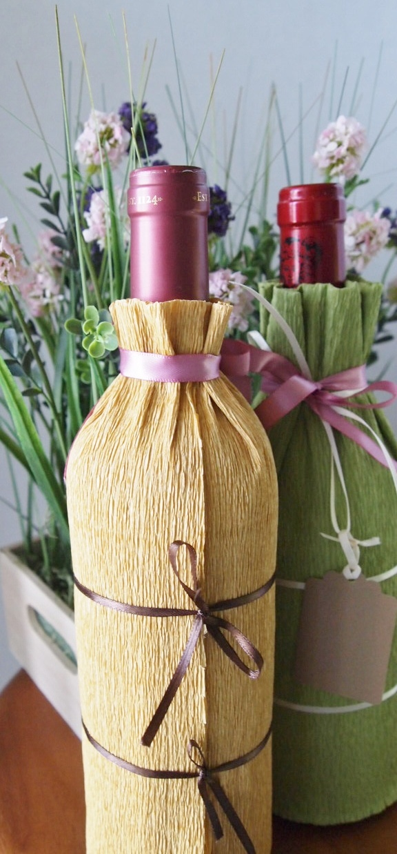 Wine bottle gift wrapping tutorial diy gift wrapping for Diy wine bottle gifts