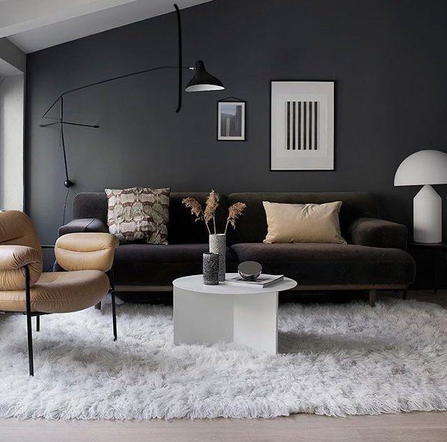 Dark Gray Wall Living Room Brown Couch White Shag Rug Teppich Wohnzimmer Dunkel Brown In 2020 Dark Grey Walls Living Room Brown Living Room Grey Walls Living Room