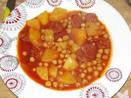 Pois chiche en sauce aux pommes de terre et chorizo