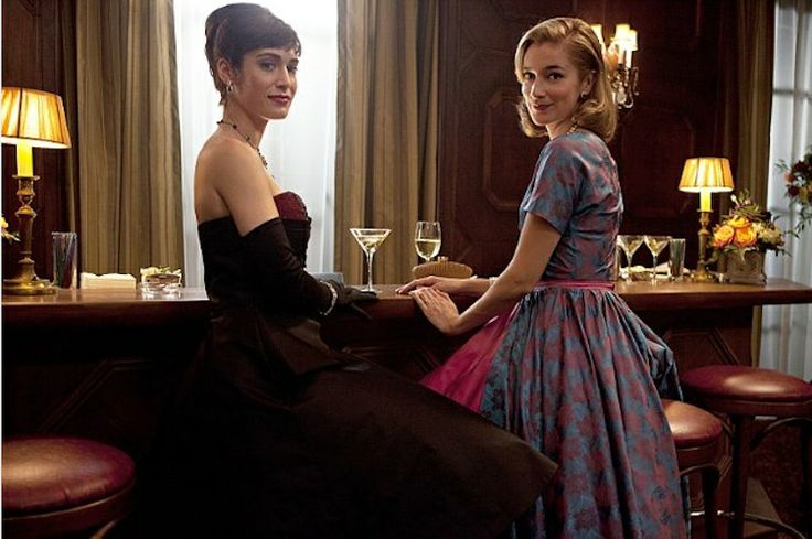 Lizzy Caplan et Caitlin Fitzgerald, Masters of Sex http://urbangirl-actualites.fr/cinema/masters-of-sex-serie/