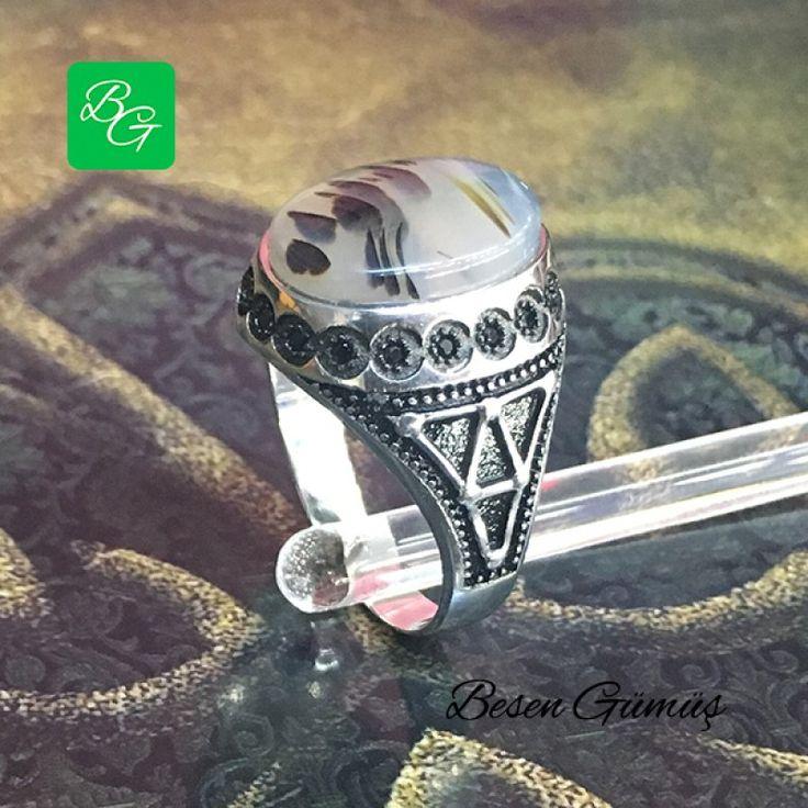 Yemen Akik Taşlı Gümüş Erkek Yüzük  Fiyat : 109.00 TL  SİPARİŞ için www.besengumus.com www.besensilver.com  İLETİŞİM için Whatsapp : 0 544 641 89 77 Mağaza     : 0 262 331 01 70  Maden         : 925 Ayar Gümüş Taş               : Yemen Akik Kaplama      : Beyaz ve Siyah Rodaj Kaş Boyutu   : 19 mm   Besen Gümüş  #besen #gümüş #takı #aksesuar #yemenakik #akik #erkekgümüş #erkekyüzük #izmit #kocaeli #istanbul #izmitçarşı #kırıkkale #ankara #bursa #izmir #alışveriş