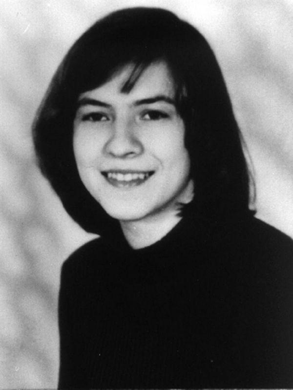 12 photos terrifiantes d'Anneliese Michel, la jeune fille qui a inspiré le film L'Exorcisme d'Emily Rose