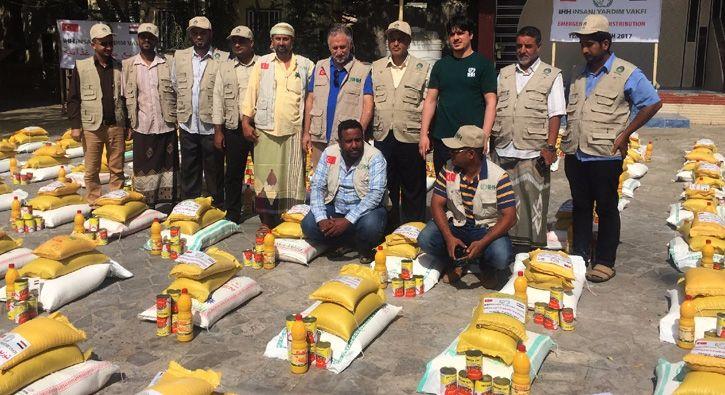 #GÜNDEM İHH'dan Yemen'e gıda yardımı: İHH İnsani Yardım Vakfı, Yemen'de yaklaşık bir hafta önce başlattığı gıda yardımı programı…