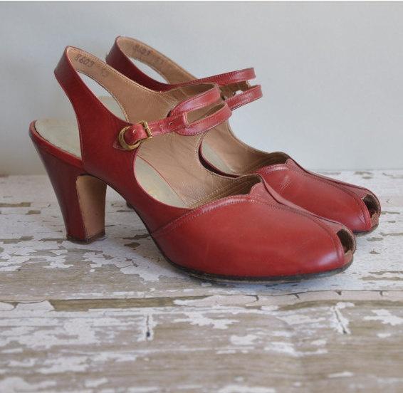 vintage 1950s heels // red 50s shoes // peep toe pretties