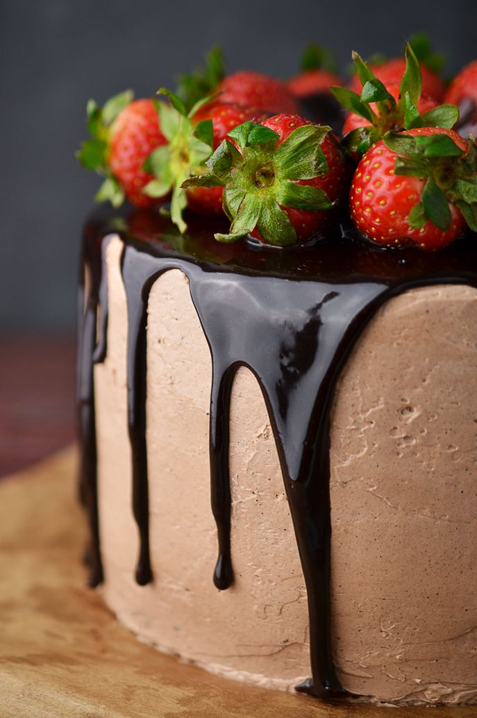 Kraina Sosny: czekoladowy tort z truskawkami w czerwonym winie (bezglutenowy)