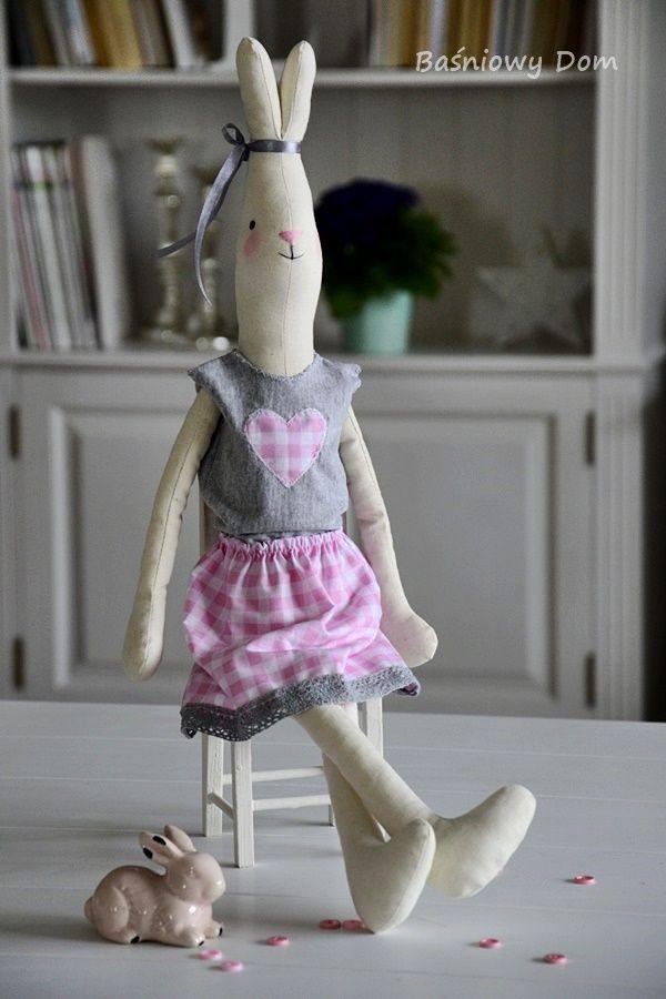 80 Anna, Biały Króliczek w rozm M - Baśniowy dom - dekoracje, zabawki i piękne przedmioty.