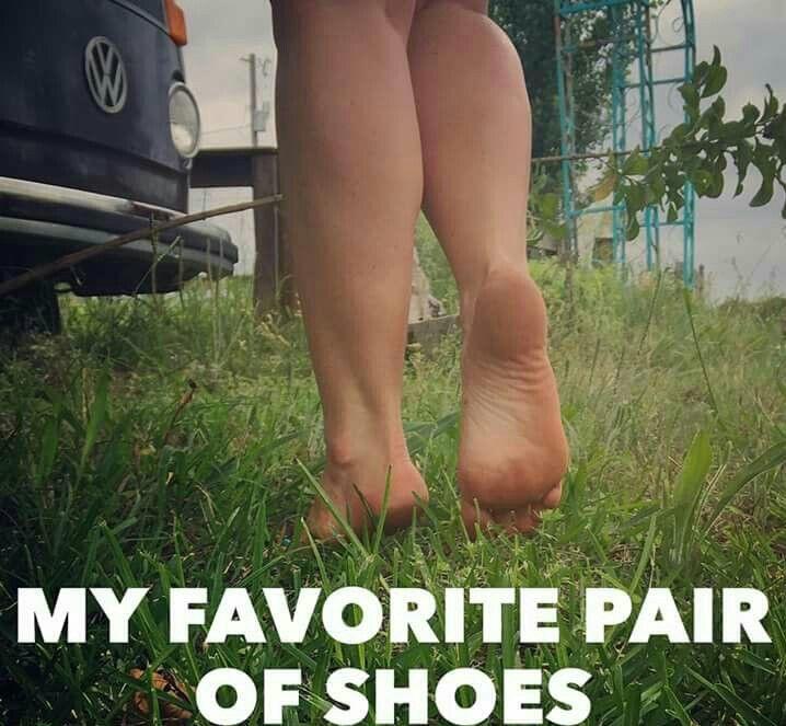 ☮ American Hippie ☮ Barefoot!