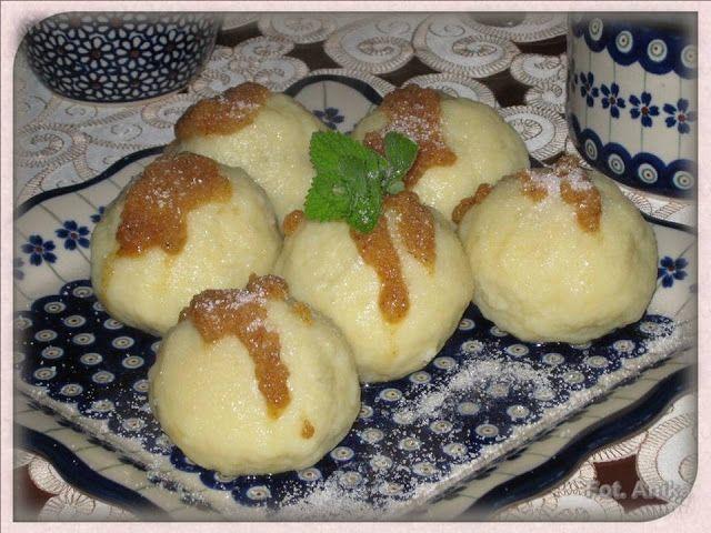 Domowa kuchnia Aniki: Knedle ziemniaczane ze śliwkami