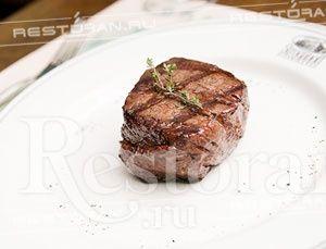 Stroganoff Steakhouse – крупнейший ресторан Санкт-Петербурга, специализирующийся на блюдах из мяса. В стейк-хаусе действительно знают толк в еде: горячие блюда из мяса и рыбы, горячие закуски и множество видов стейков