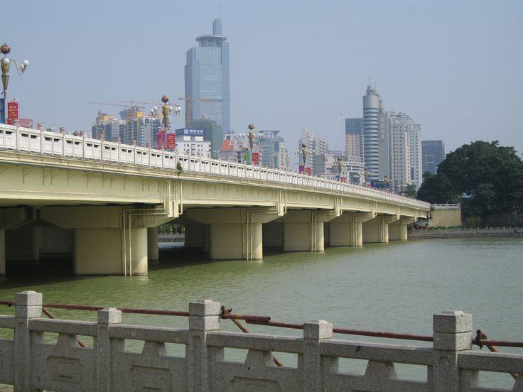 https://flic.kr/p/4DnpiB | Bridge in Nanning, China | This bridge spans a lake in Nanning, China.