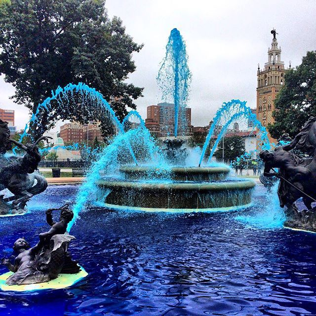 Kansas City has officially gone blue for the #Postseason! #TakeTheCrown