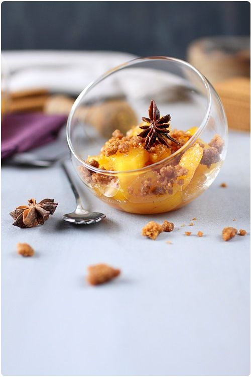 L'ananas est un fruit qui se cuisine parfaitement pour un crumble. J'aime particulièrement sont acidité qui va alléger le côté sucré du crumble. Les morcea