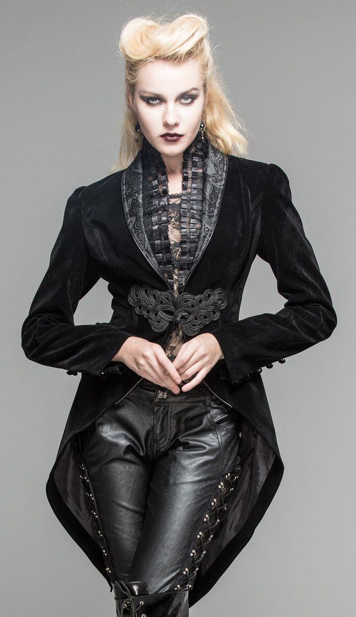 Nouveau produit : Veste en velours noir attache brodee et col decores elegant aristocrate vampire Vous aimez ? / New product do you like ? Prix: 97.90 #new #nouveau #japanattitude #vestes #manteaux #gothique #gothic #elegant #aristocrat #victorien #victorian #goth #noir #vampire #femme #veste #baroque #motif #broderie #velours #froufrou #queue #pie #devil #fashion #ct05301 #classe #smoking #black #woman #women #jacket #pattern #embroidery #velvet #tail #tailcoat #classy #tuxedo