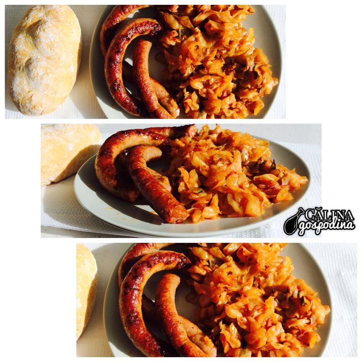 Varză călită și cârnați // Steamed cabbage with sausages (traditional Romanian food)