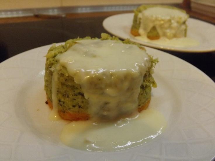 Mini sformati di broccoli e carote in salsa di formaggio di capra