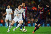 Gareth Bale del Real Madrid CF en Neymar y Jordi Alba de Barcelona durante el partido de Liga entre el FC Barcelona y el Real Madrid CF en el Camp Nou el 22 de marzo de 2015, de Barcelona, España.