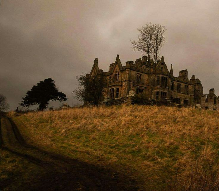 265 best abaned homes images on pinterest abandoned for Stay in a haunted castle in scotland