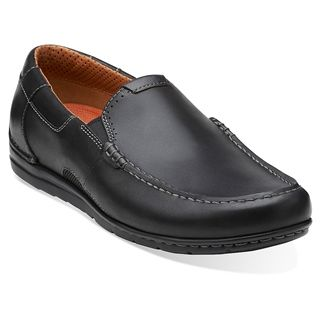 Step easy with the Clarks Un.Graysen slip-on. This men's casual shoe features a premium full grain leather upper; elastic goring provides easy on/off. A removable leather insole lends underfoot comfort, while the soft leather lining prevents irritation.