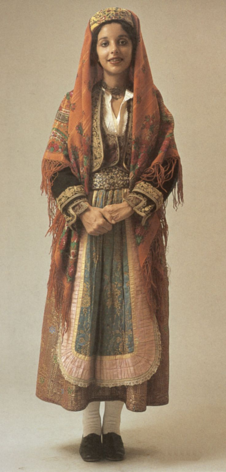 foulard a franges - vue de dos : http://www.texmedindigitalibrary.eu/img_db/b6uiz2hr_2.jpg  Festive costume from Thasos, Kavala.  Size 	  Date 	Early 20th c.