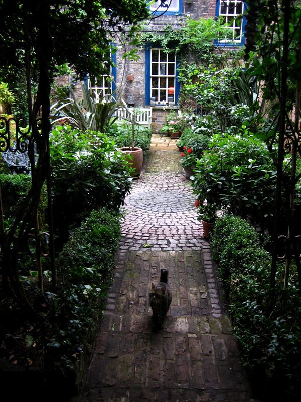 Inspirational private garden in Spitalfields, London. Hard to believe this is only 5 minutes from Liverpool Street Station!