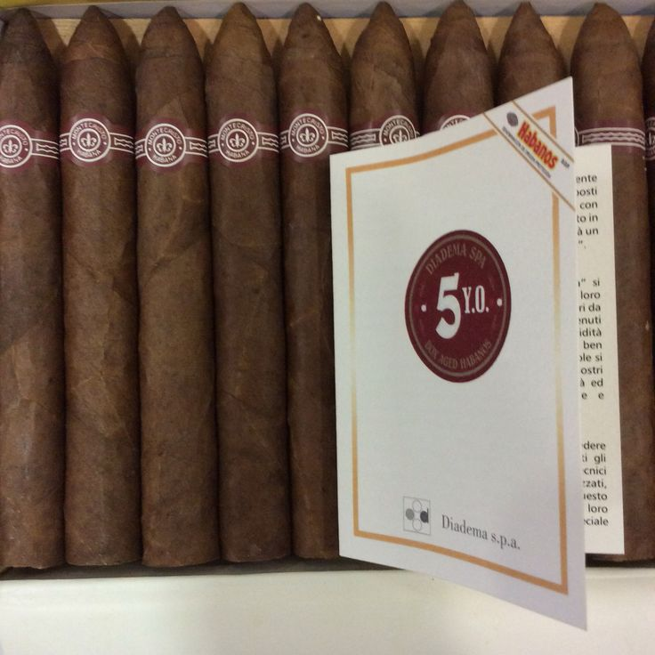 Nuovi arrivi sigari cubani!!! #cigar #luxyrylifestyle #cigaroftheday #cigarsociety #cigaraficionado #tabaccheriatoto13 #cigarsnob #cubanos #cubancigars #limitededition #luxyrylifestyle #habanos #habanosspecialist #habanoslover #anejados #montecristo